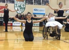 Ta mlada dekleta so na invalidskih vozičkih. Toda njihove sanje so PLESATI ... in te sanje se jim uresničijo!