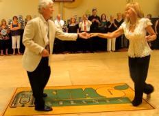Seniorja stopila na plesišče in osupnila vse, vključno z žirijo. Tega plesa ne vidite pogosto ...