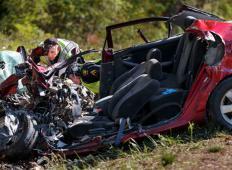 Med vožnjo je brskala po internetu, sledila je tragična prometna nesreča. Ne počnite tega, takšne so lahko posledice ...