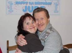 Ljubezen, ki je kljubovala vsemu. Par z Downovim sindromom, ki so ga kritizirali, praznoval 22-letnico poroke!
