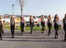 8 čudovitih irskih deklet se je postavilo v vrsto. To, kar sledi, je impresivno ...