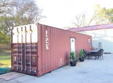 Izgleda kot star, zavržen kontejner. Toda ko boste vstopili v njegovo notranjost ...