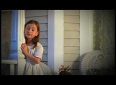 7-letnica zapoje pesem, ki vam bo segla do srca. Za njeno pokojno mamo...