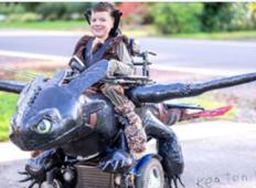 Oče ustvarja neverjetne kostume za otroke na invalidskem vozičku.