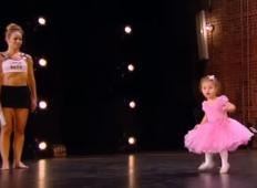 Hčerka sledila mamici na oder talentov. Ko boste videli te baletne korake ...
