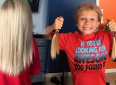 Deček si je pustil rasti lase za dobrodelne namene in se ni pustil zastrahovati od nasilnežev