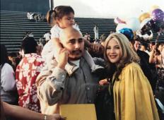 Oče in mama sta jo spočela kot mladoletna, zato so ju vsi obsojali. 17 let kasneje jima hčerka izlije svoja čustva ...