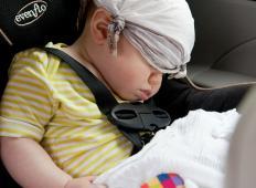 Njun 11 tednov star dojenček se je zadušil v avtomobilskem sedežu. Na to napako doslej sigurno niste bili pozorni ...