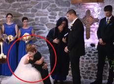 Nevesta na poroki najprej prisegla svojemu novemu možu. Nato je pokleknila še k njegovemu sinu in mnogim so pritekle solze ...