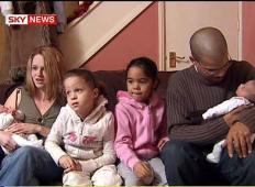 Temu paru sta že prvič rodili dvojčici različnih barv kože. Sedem let kasneje je bila spet noseča in poglejte, kaj se je ponovno zgodilo ...