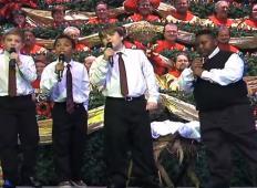 Štirje mladi fantje nastopili na praznični predstavi. Publika česa takšnega ni pričakovala ...