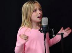 11 letna punca zapoje originalno pesem in njen agelski glas prevzame cel internet