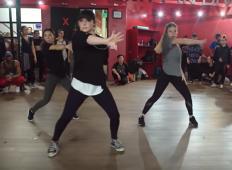 Je to najboljša koreografija vseh časov? Mladi si zavrtijo pesem Eda Sheerana in vsak gib postane prava magija ...