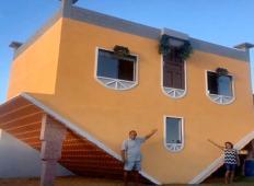 Upokojeni brazilski zidar postavil hišo, ki je obrnjena narobe. Žena je mislila, da ni pri pravi pameti, toda potem ...