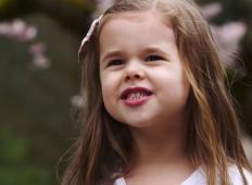 5-letna deklica je skupaj z očetom pesem posvetila Bogu. To je nekaj najbolj čudovitega ...
