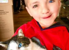 7-letnik se je sramoval svojega videza in ni imel prijateljev. Za darilo je potem dobil posebno mačko. Tega ni pričakoval!