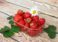Kmet razkrije skrivnosti, s katerimi vam jagode ne bodo postale plesnive