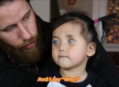 Rodila se je slepa, starši so jo zapustili in pristala je v sirotišnici. Potem spozna najbolj ljubeč par ...