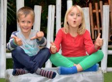 Raziskava je potrdila: Če imate sestro, je lahko vaše življenje boljše