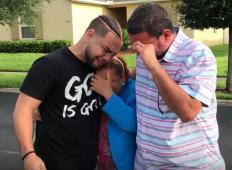 Sin je dolga leta varčeval denar. Starša je z zavezanimi očmi pripeljal pred hišo in jima povedal, da je odslej njuna ...