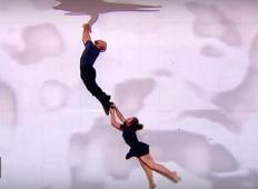 Par je plesal na odru na način, ki jemlje dih. To je naravnost fantastično!