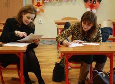 Če slovenski javni uslužbenec svojega otroka prvošolčka pospremi v šolo, dobi za to plačan dan ...