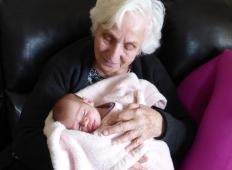 Ganljivo pismo babice novorojeni vnukinji: V življenju se lahko zgodi karkoli. Najpomembneje je, da ne obupaš!