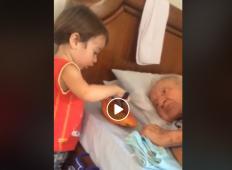 Fantek hrani svojega bolnega dedka. Ta posnetek je v trenutku navdušil milijone ljudi po vsem svetu ...