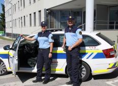 Policistka in policist iz Novega mesta rešila življenje 1-letnega dojenčka. Poglejte, kako izjemno sta reagirala ...