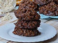 Slastni čokoladni piškoti, ki ne potrebujejo peke. Vam in vašim gostom se bodo cedile sline!