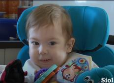 Takoj po rojstvu so ga oživljali. Eno in pol leto star fantek iz Maribora zdaj potrebuje vašo pomoč ...