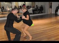 Visoko noseča ženska je prišla na plesišče. Ko je začela plesati salso, so ljudje ostali odprtih ust ..