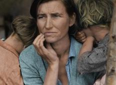 Oče je umrl, mama samohranilka s sedmimi otroki je bila v stiski. Poglejte, kako se je ta mama iz Slovenije ponovno postavila na noge ...