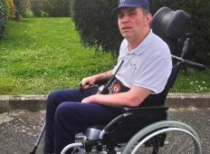Voznik avtobusa nagnal vse potnike, ker niso želeli dati prostora moškemu na invalidskem vozičku