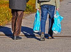 V Avstraliji v treh mesecih zmanjšali porabo plastičnih vrečk za kar 80 odstotkov. Kaj še čakamo v Sloveniji?!