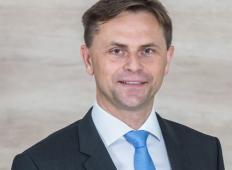 To je direktor slovenskega podjetja, ki je zaposlenim zvišal plače za kar 36 odstotkov! Poglejte, zakaj se je tako odločil ...
