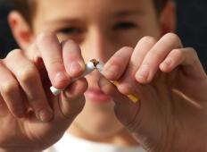 Obetajo se ostre kazni: če bodo kadili v prisotnosti otrok do šestega leta starosti, kazen tudi do 10.000 dolarjev!