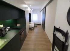 Njeno stanovanje v Ljubljani je veliko zgolj 22 kvadratnih metrov. Toda poglejte, kako fantastično si ga je preuredila!