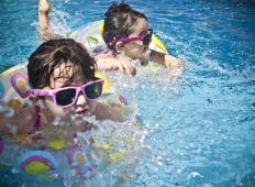 Otroci lahko posledice utopitve doživijo šele čez nekaj ur. Bodite pozorni na te znake