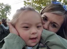 Prisrčna 4-letna deklica z Downovim sindromom je postala model v priznanem katalogu. Poglejte, kako je zablestela!