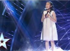 11-letna deklica pride na oder in zapoje pesem od Whitney Houston. Tale angelski glas bo odmeval v vaših ušesih!