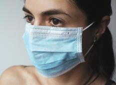 Medicinska sestra: Spat bom odhajala sama, dokler bodo obstajali lokalni prenosi virusa. Ostanite doma!