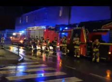 Gasilci so parkirali pred infekcijsko kliniko v Ljubljani. To, kar se zgodi potem ... IZJEMNO!