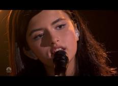 13-letnica stopi na oder ameriških talentov. Žirijo popolnoma očara s hitom skupine Queen!