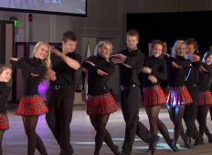 12 bratov in sester začne plesati, ko igrajo na inštrumente ... Neverjetno!