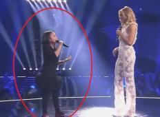 Na ameriških talentih so jo poslali domov pred finalom. Toda potem dobi vabilo na koncert znane pevke in ...