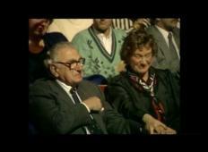 Rešil je kar 699 otrok pred holokavstom ...  Ne zaveda se, da sedijo poleg njega!