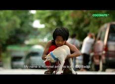 Deček je zaradi težkih razmer pristal na ulici. Življenje se mu je spremenilo, ko je spoznal tega psa!