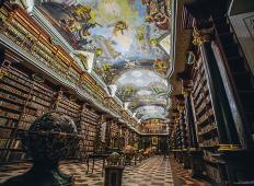 Najlepša knjižnica na svetu se nahaja v Pragi. Predstavlja res izjemen primer baročne arhitekture!