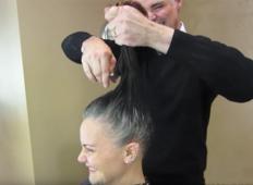 Ženska se je naveličala skrivanja sivih las. Po preobrazbi je ne boste več prepoznalI!